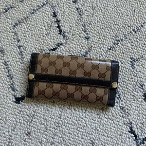 Authentic pre-owned Gucci Wallet